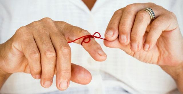 Панариций пальцев рук и ног: формы и симптомы, хирургическое и консервативное лечение