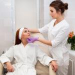 Как проводится процедура ретиноевого пилинга и его особенности
