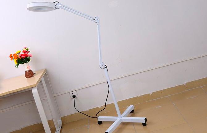 Напольная лампа для наращивания ресниц